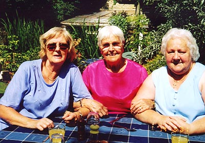 Doreen Brock, Gladys Pomfret & Jean Brookhouse enjoy the hot summer weather.